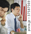 ビジネスマン 営業電話 37587569
