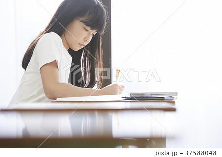 小学生 教室 女の子 37588048