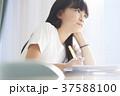 小学生 教室 女の子 37588100