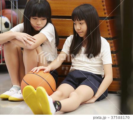 小学生 女の子 相談 思春期 37588170