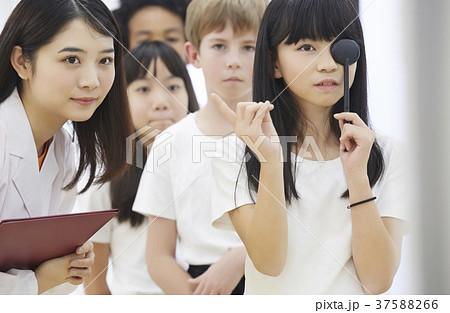 小学生 健康診断 視力検査 37588266