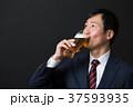 人物 男性 ビールの写真 37593935
