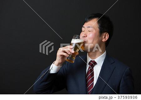 ミドルビジネスマン(ビール) 37593936