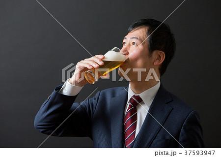 ミドルビジネスマン(ビール) 37593947