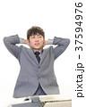 男性 ビジネスマン 悩むの写真 37594976