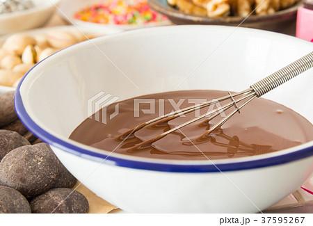 チョコレート 湯せん バレンタインデー 手作りチョコ 融かす  37595267