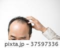 男性 ミドル 薄毛の写真 37597336