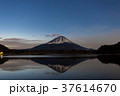 富士山 逆さ富士 朝焼けの写真 37614670