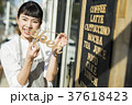 女性 オープン カフェの写真 37618423