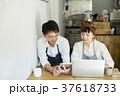 カフェで働く夫婦 フードビジネス 37618733