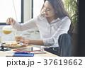 ライフスタイル ビジネスウーマン 朝食の写真 37619662
