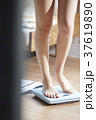 自己管理をする女性 37619890