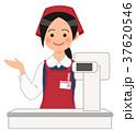 レジで案内するスーパーの女性店員 37620546
