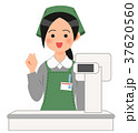 レジでガッツポーズをするスーパーの女性店員 37620560