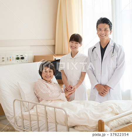 病室 診察 医師 看護師 患者 病院 医療 イメージ 37622354