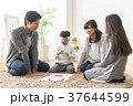 福笑いをする家族 37644599