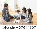 福笑いをする家族 37644607