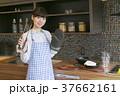 キッチン 女性 料理の写真 37662161