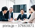 ビジネスシーン 日本人と外国人 37663871