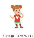 女の子 少女 食事をするのイラスト 37670141