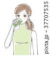 女性 飲む 野菜ジュースのイラスト 37707535