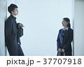 女性 二人 男子学生の写真 37707918