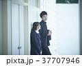女性 二人 男子学生の写真 37707946