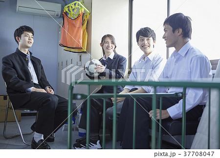 部室にいる学生 37708047