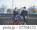 女性 男子学生 登校の写真 37708172