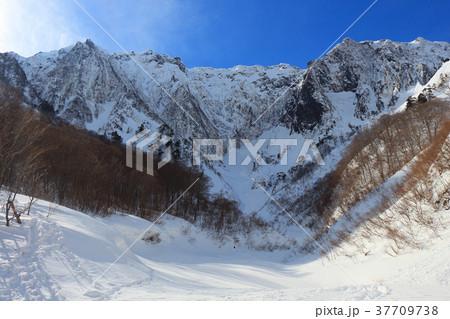 一ノ倉沢から冬の谷川岳を見る 37709738