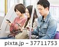 人物 電車 乗客の写真 37711753