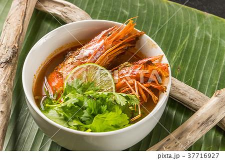 典型的な東南アジア料理 typical Southeast Asian cuisine 37716927