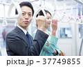 電車 吊り革 通勤の写真 37749855