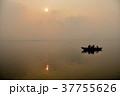 インド ワラーナシー ガンジス川の写真 37755626