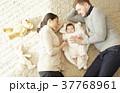 国際結婚 親子 赤ちゃん 添い寝 37768961