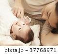 赤ちゃんとママ 添い寝  37768971