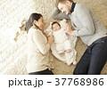 国際結婚 親子 赤ちゃん 添い寝 37768986