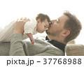 人物 親子 赤ちゃんの写真 37768988