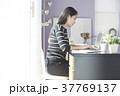 女性 パソコン ビジネスの写真 37769137