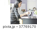 女性 パソコン ビジネスの写真 37769170