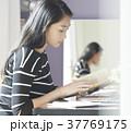 女性 パソコン ビジネスの写真 37769175