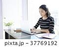 女性 パソコン ビジネスの写真 37769192