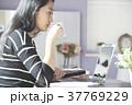 女性 パソコン ビジネスの写真 37769229