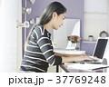 女性 パソコン ビジネスの写真 37769248