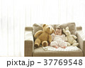 ソファで眠る赤ちゃん 37769548