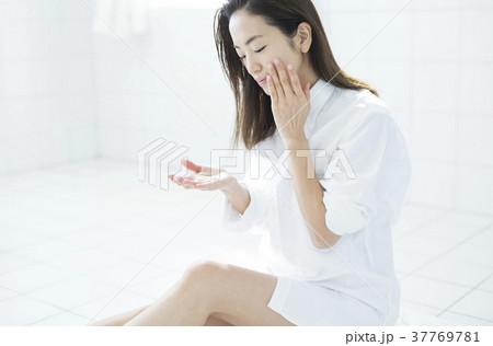 女性 ビューティ スキンケア 37769781