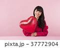 女性 バレンタイン 若いの写真 37772904