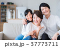 家族 親子 人物の写真 37773711