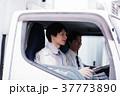トラック ドライバー 作業員の写真 37773890