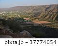 インドのプシュカル 山頂のヒンドゥー寺院から見たプシュカルの街並みと山々  37774054
